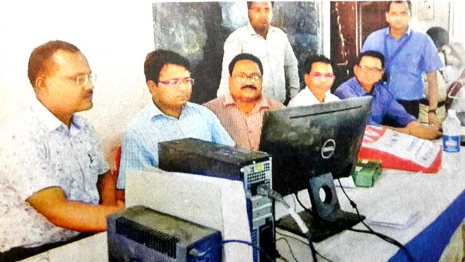 DM Navdeep Shukla and other officers inspecting counting strategy at Madhepura.