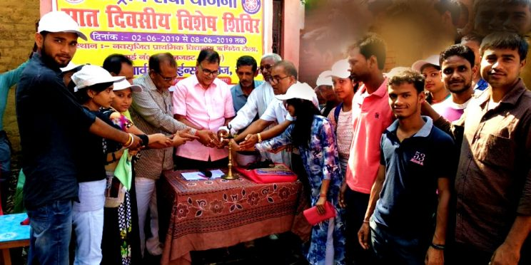 Samajsevi Dr.Bhupendra Narayan Yadav Madhepuri inaugurating seven days awareness workshop at Madhepura.