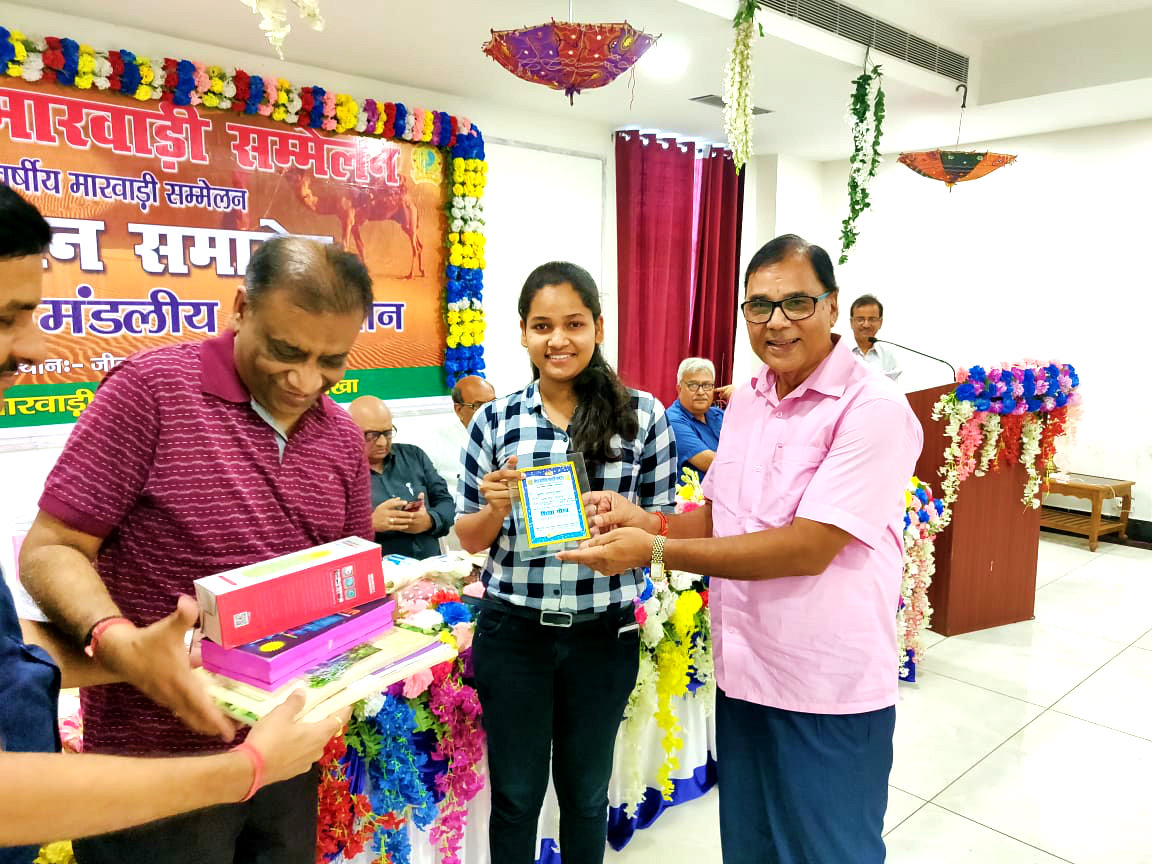 Dr.Bhupendra Madhepuri along with President Vinod Todi felicitating Miss Khushi Pransukhka, the Harayana State topper in CBSC Exam.