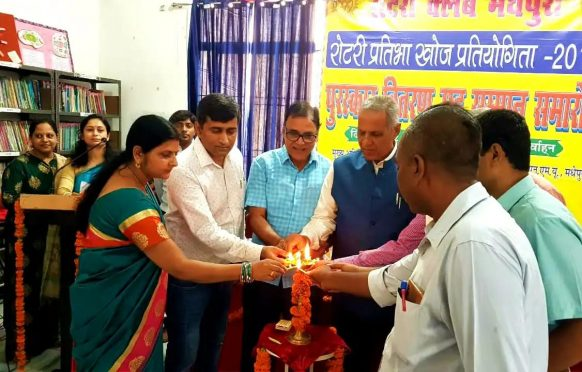 VC DR.A.K.Ray, Dr.Bhupendra Madhepuri, Dr.Amit Kumar, Dr.Vandana Kumari and others inaugurating Pratibha Samman Samaroh organised by Madhepura Rotary Club at Holy Cross School.