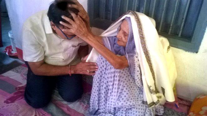 Dr.Bhupendra Madhepuri is getting blessings from Shahid Mata Bechni Devi (W/O Shahid Bhola Jha).