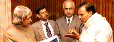 Dr.Bhupendra Madhepuri (Professor of Physics) having deep discussion with Bharat Ratna DR.APJ Abdul Kalam.