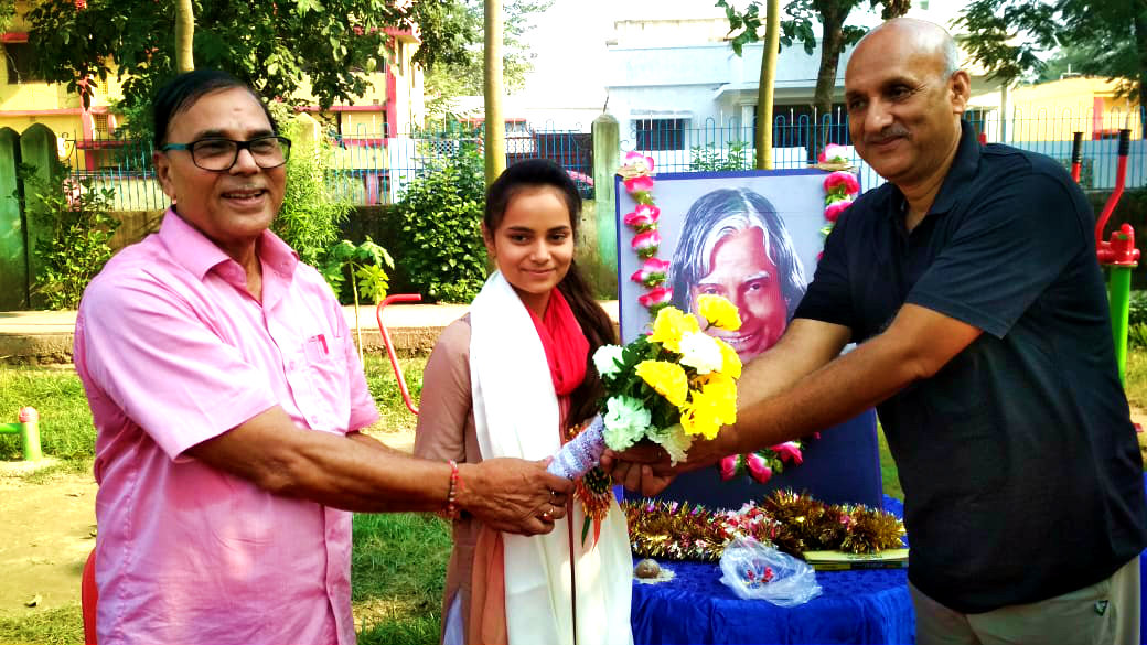 Emerging Singer Shivali in being honoured by Dr.Madhepuri & Former Minister on the occasion of 89th birth anniversary of Bharat Ratna DR.APJ Abdul Kalam.