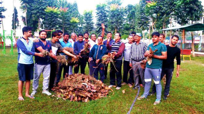 Hindu & Muslim community cleaning Dr.APJ Abdul Kalam Park Madhepura on the day of Ram Janam Bhumi - Babri Masjid verdict .