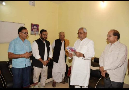 Former MP LS & RS Dr.R.K.Yadav Ravi, JDU Media Cell President Dr.Amardeep and Samajsevi Dr.Bhupendra Madhepuri meeting with CM Nitish Kumar in presence of MLC Lalan Sarraf.