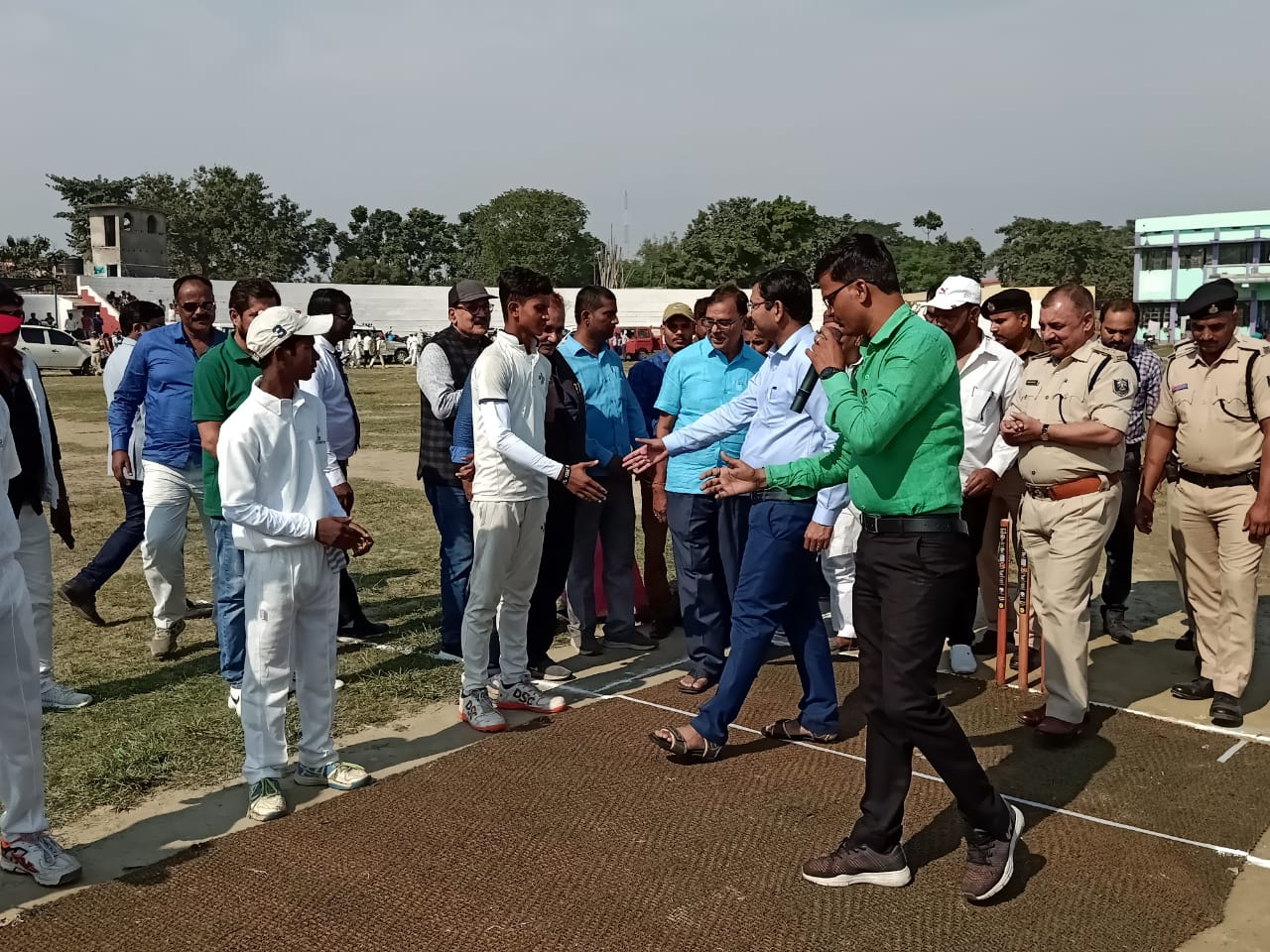 DM Navdeep Shukla get acquainted with the players along with SP Sanjay Kumar, Dr.Bhupendra Madhepuri, Manch Sanchalak Arun Kumar & others on the Cricket Pitch.