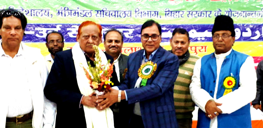 Samajsevi-Sahityakar Dr.Bhupendra Madhepuri greeting the grand Shaiyar Dr.Noor Mohammed in presence of Deputy Collector & Urdu-in-Charge Allama Mukhtar & others at Bhupendra Smriti Kala Bhawan, Madhepura.