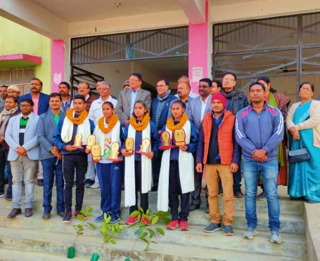 Samajsevi Dr.Bhupendra Madhepuri along with ADM Upendra Kumar, SDM Vrindalal and others with State Level Kabaddi players at Madhepura.