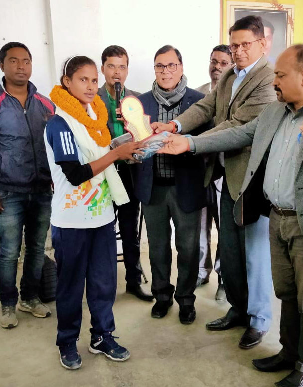State Level Kabaddi Player is being encouraged by Dr.Madhepuri, ADM Upendra Kumar & SDM Vrindalal.