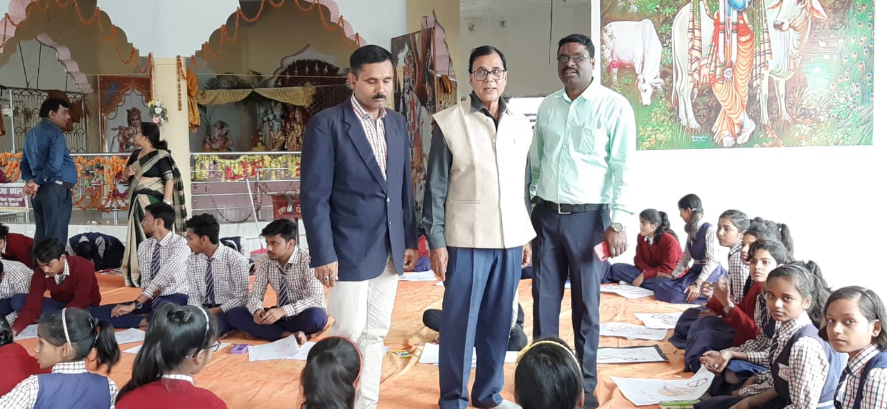 Dr.Madhepuri along with Prithivi Raj Yaduvanshi and Kishor Kumar during painting competition on the occasion of Police Week at Madhepura.