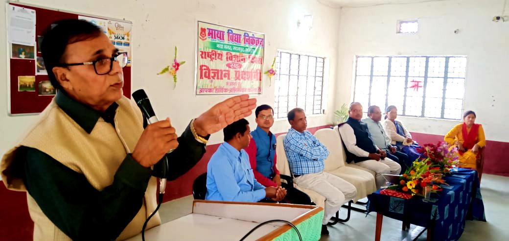Shikshavid Dr.Bhupendra Madhepuri addressing the Vigyan Diwas Function at Maya Vidya Niketan.