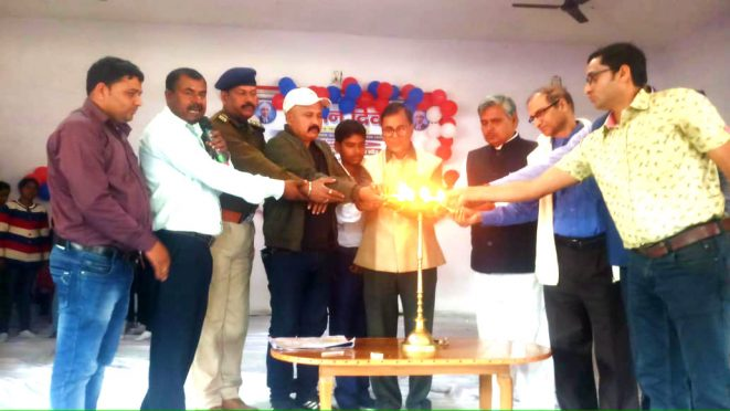 Former Professor of Physics Dr.Bhupendra Narayan Yadav Madhepuri, SDM S.Z.Hasan, DCLR Lalit Singh and others inaugurating the Scientific Projects Exhibition at Rajnandan Kala Bhawan, Alamnagar.