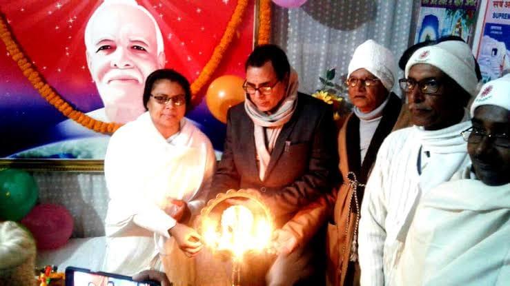 Samajsevi Dr.Bhupendra Madhepuri, popularly known as Bhishma Pitamah of Madhepura along with Rajyogini Ranju Didi and others inaugurating the function at Brahmakumari Ishwariya Vishwavidyalaya at Madhepura.