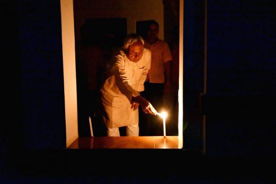 bihar-chief-minister-nitish-kumar-lights-candles- @ 9pm