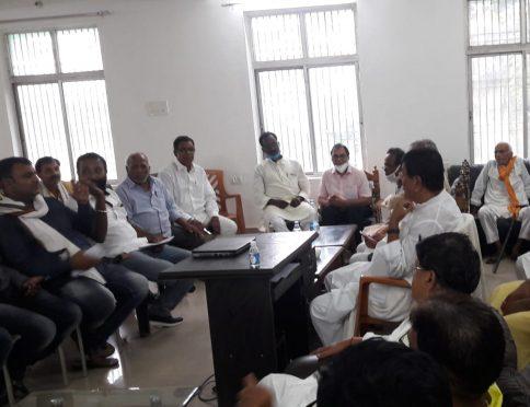 MP Dinesh Chandra Yadav, Samajsevi Dr.Bhupendra Narayan Yadav Madhepuri, JP Senani Indranarayan Pradhan and media men and Party workers at Circuit House Madhepura.