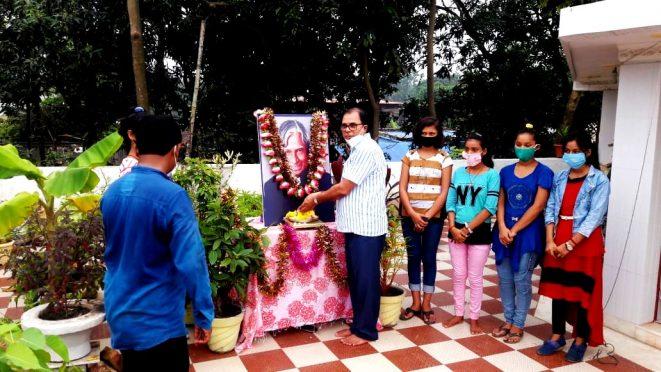 Samajsevi Dr.Bhupendra Madhepuri popularly known as Madhepura Ke Kalam paying homage to Bharat Ratna Dr.APJ Abdul Kalam at Vrindavan on the occasion of 6th death anniversary of Dr.Kalam.