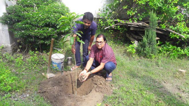 Dr.Bhupendra Narayan Yadav Madhepuri planting sapling on the occasion of World Earth's Day at his residence Vrindavan, Madhepura.