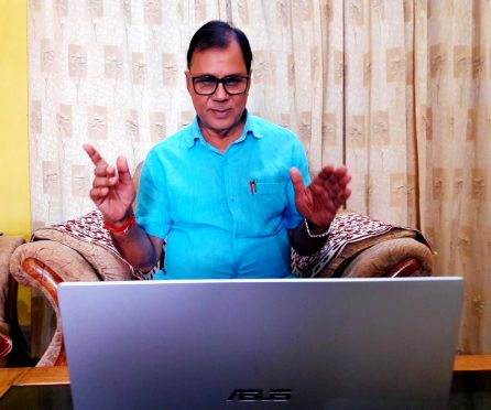 Sahityakar Dr.Bhupendra Narayan Yadav Madhepuri addressing online on the occasion of Hindi Diwas.