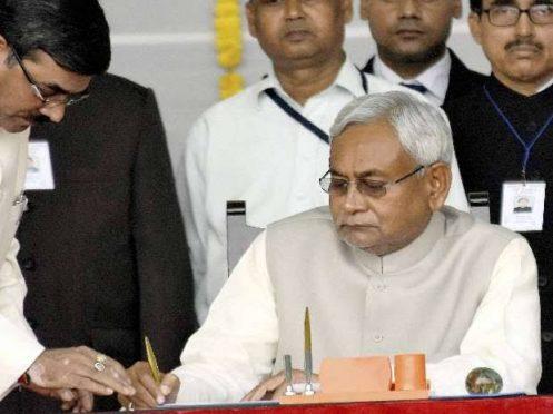 Nithish kumar taking oath 7th times