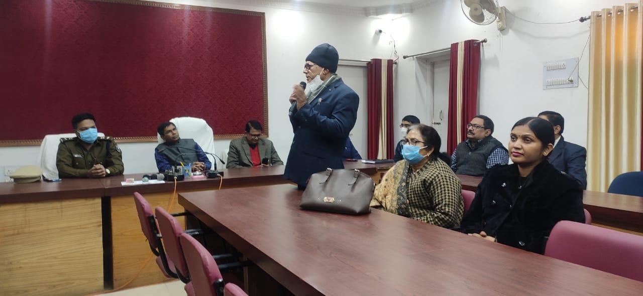 Samajsevi Dr.Bhupendra Madhepuri delivering speech on Atal Jayanti at Samaharnalya Madhepura.