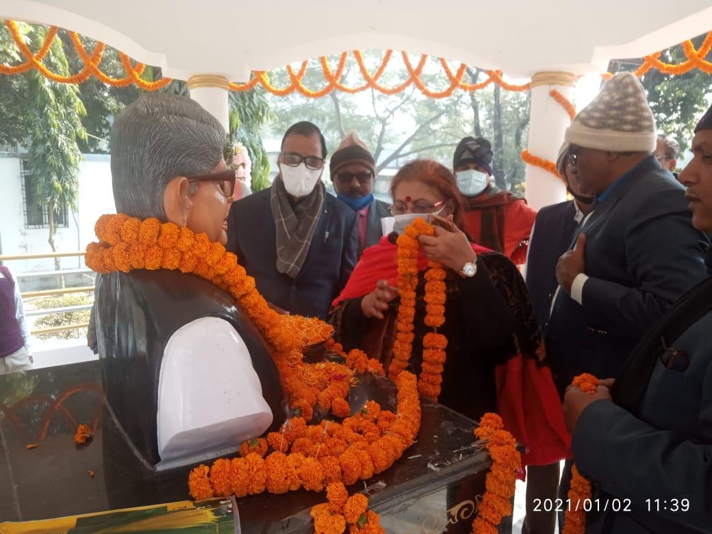 From Left to Right Samajsevi-Shikshavid Dr.Bhupendra Madhepuri, Pro-VC Dr.Aabha Singh, VC Dr.RKP Raman and others paying tribute on the occasion of Former VC Dr.Mahavir Prasad Yadav's Punya Tithi at BNMU.