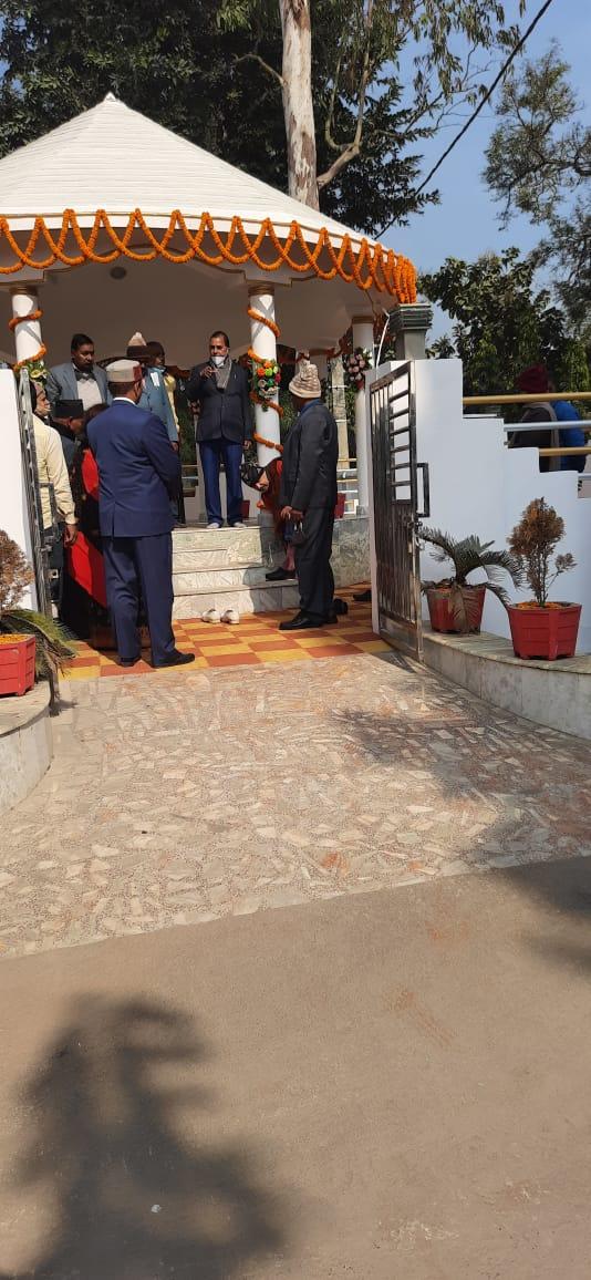 Samajsevi-Shikshavid Dr.Bhupendra Madhepuri addressing at the Monument of Former VC Dr.Mahavir Prasad Yadav at BNMU Campus.