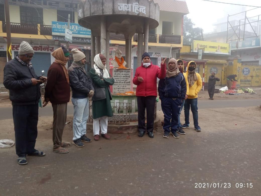 Samajsevi-Shikshavid Dr.Bhupendra Madhepuri addressing youths along with senior RJD leader Bijendra Prasad Yadav, Shudhanshu Shekhar, AK Sinha, Damodar Pransukhka, Umesh Kumar Om and others on the 125th Jayanti Samaroh of Neta Jee Subhash Chandra Bose at Subhash Chowk, Madhepura.