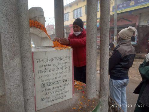 Samajsevi-Shikshavid Dr. Bhupendra Narayan Yadav Madhepuri paying homage to Neta Jee Subhash Chandra Bose on 125th birth anniversary at Madhepura.
