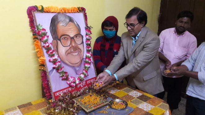Samajsevi-Shikshavid Dr.Bhupendra Narayan Yadav Madhepuri paying homage to Jannayak Karpuri Thakur.