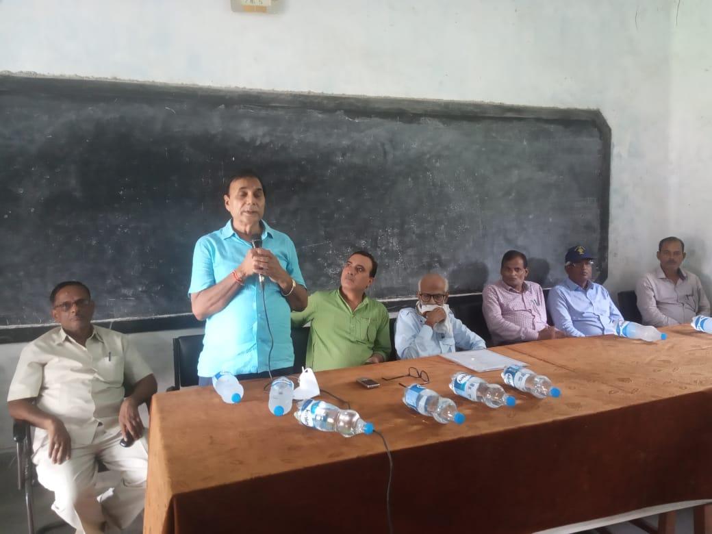 "Samajsevi & Author of ""Rasbihari Lal Mandal : Paradhin Bharat Mein Swadhin Soch"" Dr.Bhupendra Narayan Yadav Madhepuri addressing people on the occasion of 103rd Punyatithi of Rasbihari Lal Mandal."