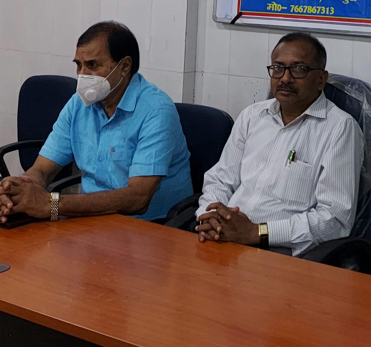 Dr.B.N.Yadav Madhepuri & District Agriculture Officer Rajan Balan at Kishan Sansad, Madhepura.