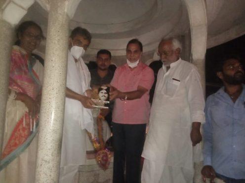 Dr.B.N.Yadav Madhepuri, Upendra Kushwaha, Guddi Devi and others at Bhupendra Chowk.