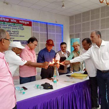 Samajsevi Shikshavid Dr.Bhupendra Narayan Yadav Madhepuri, Lutinent Colonel Dr.Ravishankar Lal, Major Amit Priyadarshi, Subedar Major Kirti Narayan Yadav, Gopal Mishra and others inaugurating Meeting of Army Men at Kalabhawan , Madhepura.