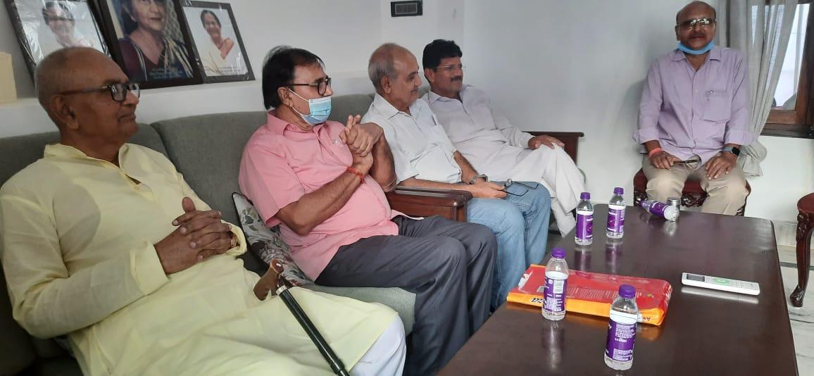 From LtoR- Dr.A.K.Mandal, Shikshavid Dr.Bhupendra Narayan Yadav Madhepuri, Dr.Mithilesh Kumar and others at Murho.