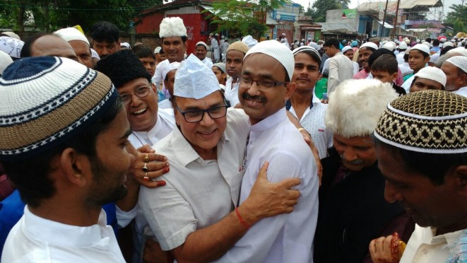 Samajsevi Dr.Bhupendra Narayan Yadav Madhepuri and DM Md.Sohail greeting Eid Mubarak each other at Eidgaah Madhepura.