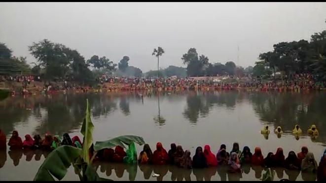 Devoties celebrating Mahaparv Chhath at Jitwarpur Chauth Pokhar, Samastipur .