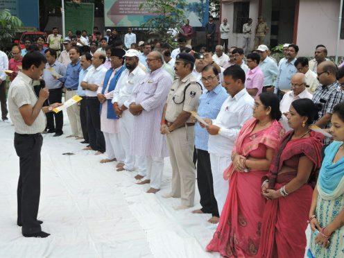 DM Md.Sohail, SP Vikash Kumar, Samajsevi Dr.Bhupendra Madhepuri, Vice-Chairman Raghunandan Das & Zila Parishad Chairman Smt. Manju Devi & others attending oath ceremony on 2nd October at Samaharnalaya Campus, Madhepura.