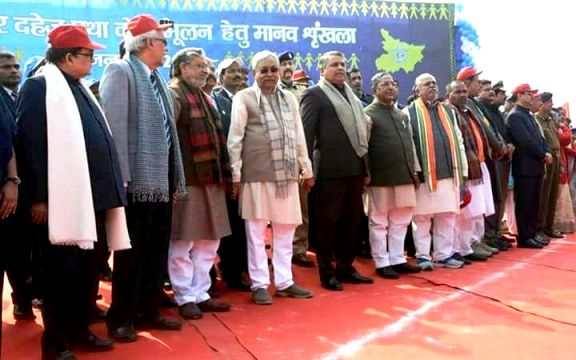 CM Nitish Kumar and others taking part in human chain against Bal-Vivah & Dahej Bandi at Patna.