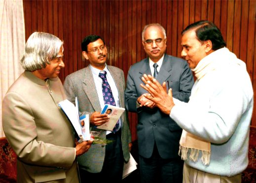 Dr.Bhupendra Narayan Yadav Madhepuri discussing some issues with President Dr.APJ Abdul Kalam in presence of Care Foundation Chairman Dr.Arun Tiwari