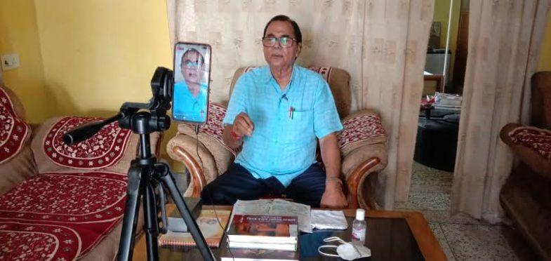 Educationist Dr.Bhupendra Narayan Yadav Madhepuri talking to students during corona lockdown.
